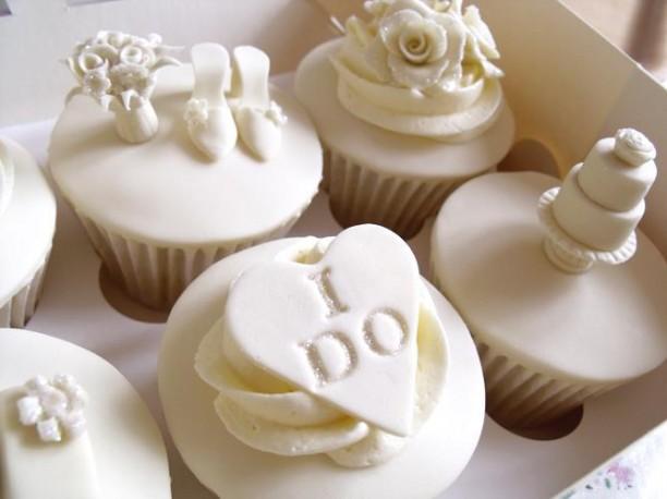do white wedding cupcakes